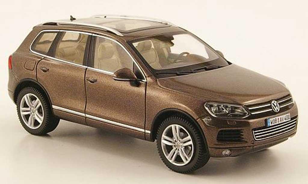 Volkswagen Touareg 1/43 Schuco II (C 2) brown  2010 diecast
