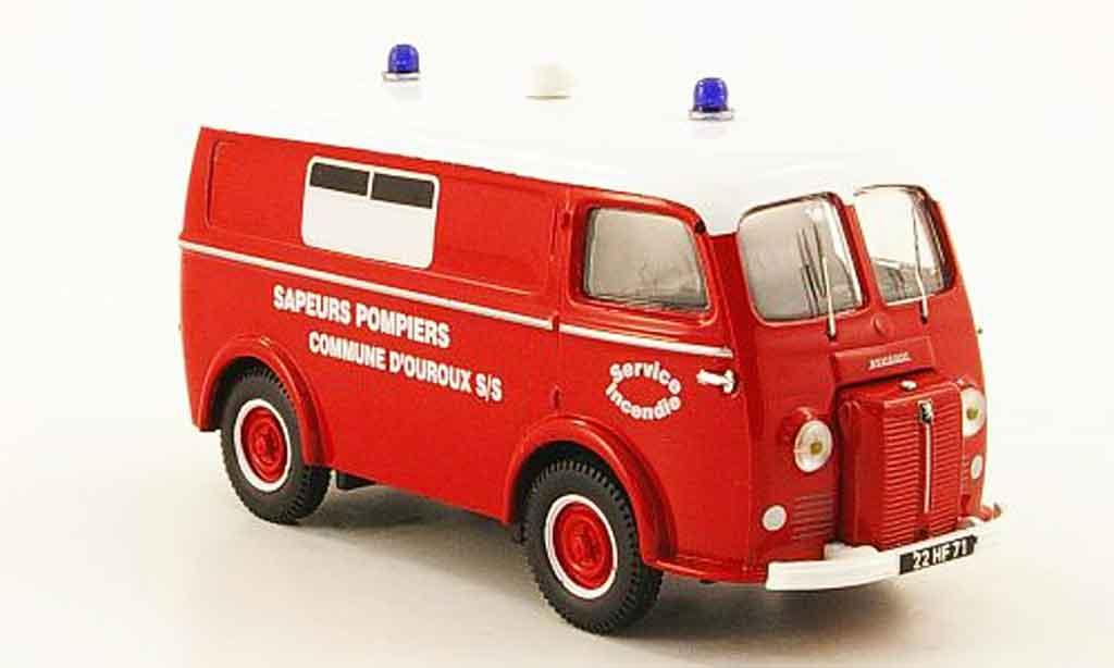 Peugeot D3A 1/43 Heritage ambulance pompiers commune d'ouroux ktw miniature