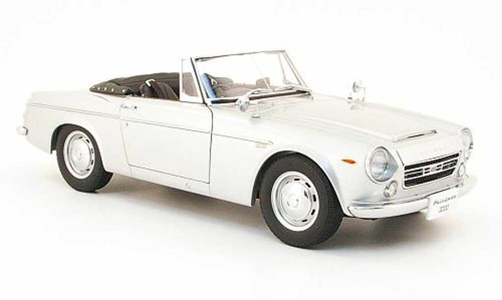 Datsun Fairlady 1/18 Autoart 2000 (sr311) grise miniature