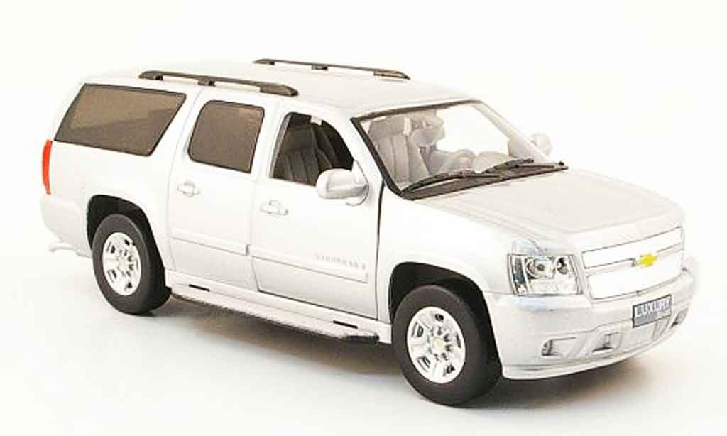 Chevrolet Suburban 1/43 Luxury Die Cast grise metallisee 2009 2010 miniature