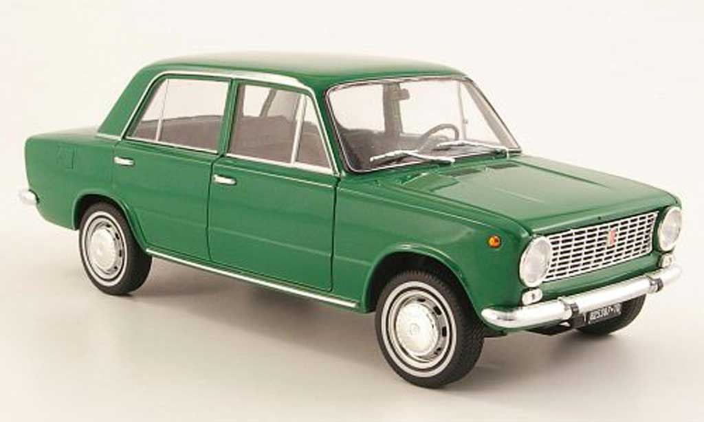 Fiat 124 1/18 IST Models green 1966 diecast