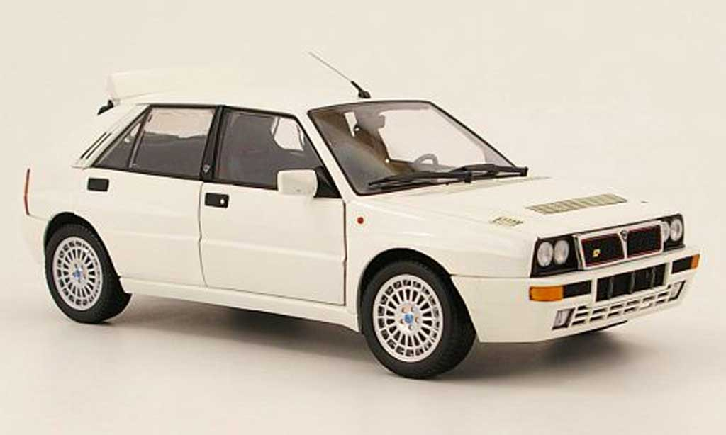 Lancia Delta HF Integrale 1/18 Kyosho integrale evoluzione 2 blanco coche miniatura