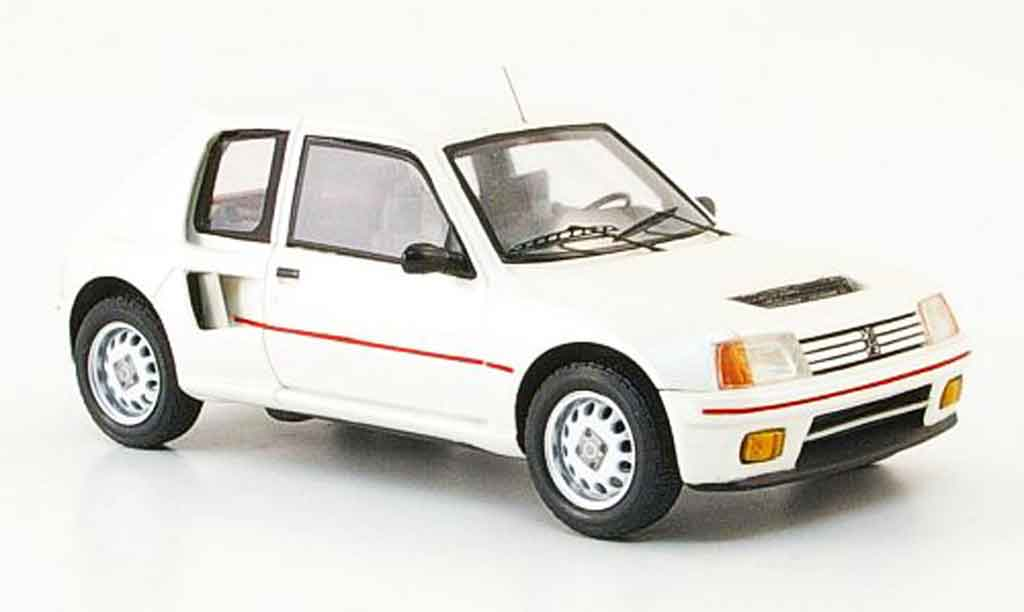 Peugeot 205 Turbo 16 1/43 Spark weiss 1984 T16 modellautos