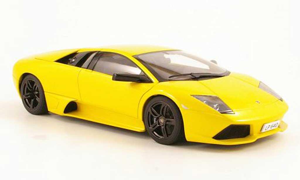 Lamborghini Murcielago LP640 1/18 Autoart yellow 2006 diecast