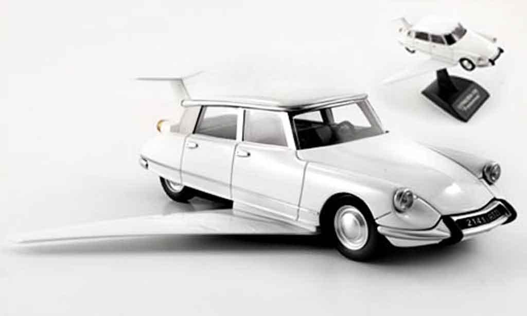Citroen DS 1/43 Provence Moulage fantomas blanche miniature