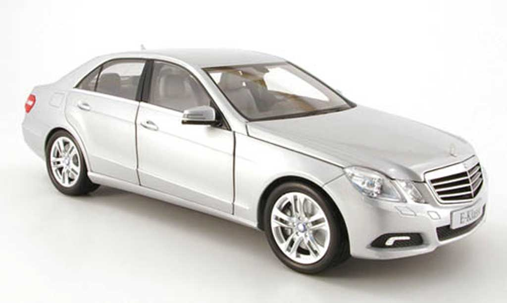 Mercedes Classe E 1/18 Minichamps (w212) grise clair metallized 2009 miniature