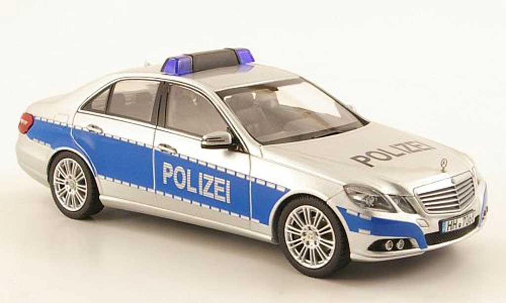 Mercedes Classe E 1/43 Schuco Limousine (W212) Polizei Hamburg miniature