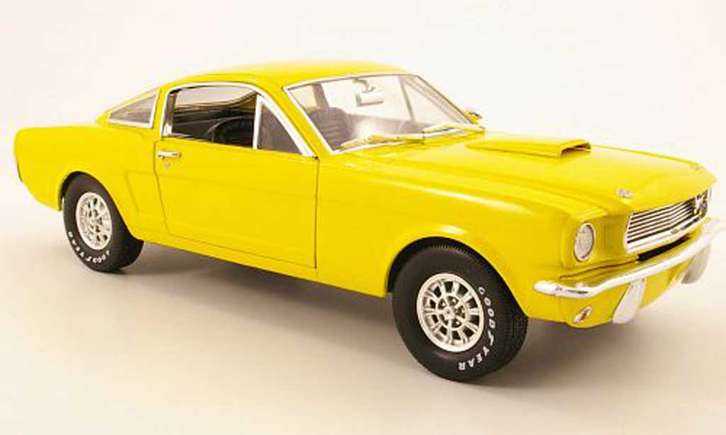 Shelby GT 350 1966 1/18 Shelby Collectibles jaune miniature