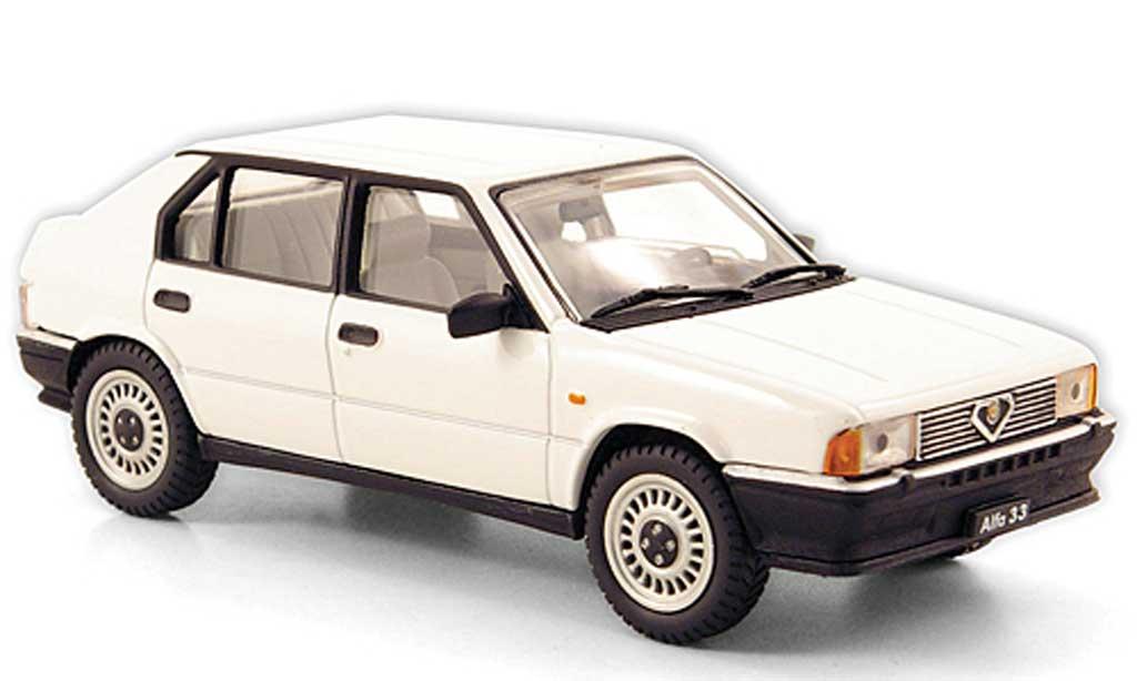 Alfa Romeo 33 1.3 1/43 Pego bianca 1983 miniatura