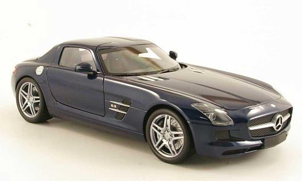 Mercedes SLS 1/18 Minichamps coupe AMG (C197) bleu 2010 miniature