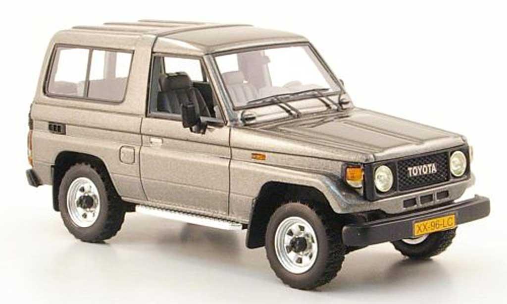 Toyota Land Cruiser 1/43 Neo LJ 70 grise 1986 miniature