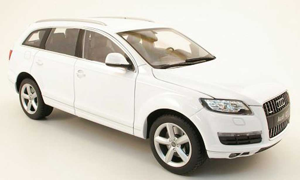 Audi Q7 1/18 Welly blanche 2010 miniature