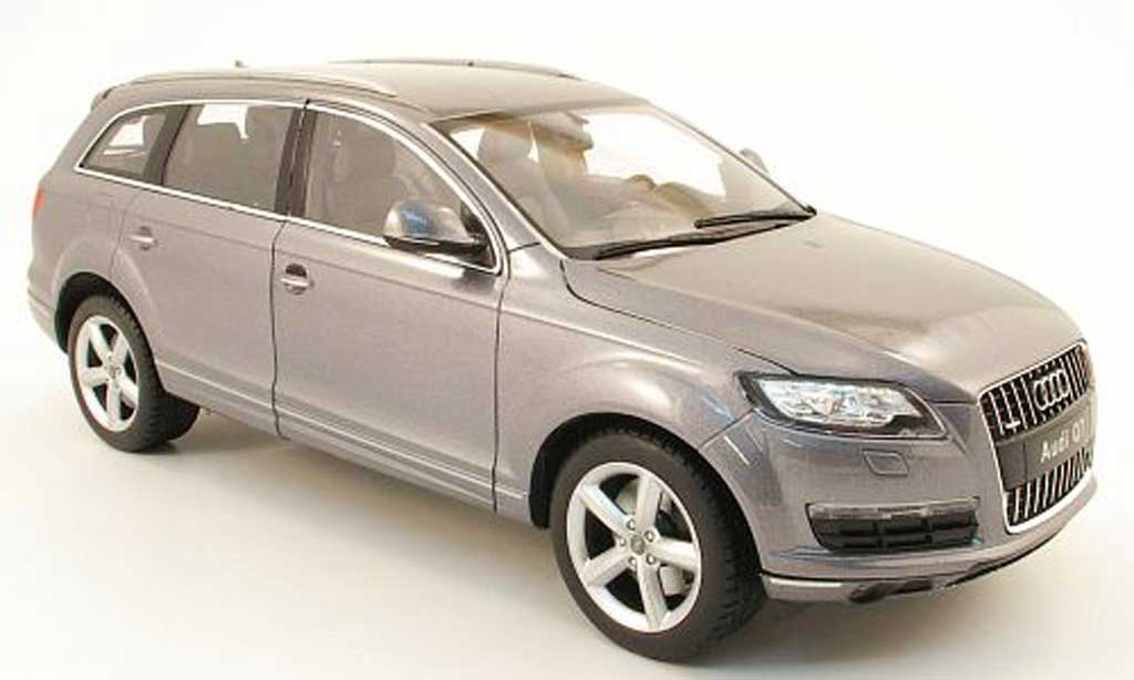 Audi Q7 1/18 Welly grise 2010 miniature