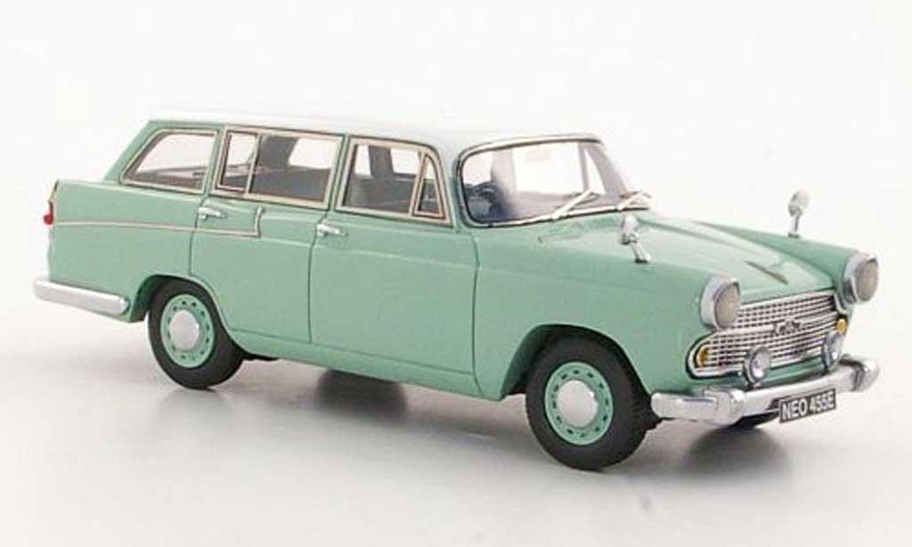 Austin A60 1/43 Neo Cambridge Countryman gris-vert/blanche RHD 1966 miniature