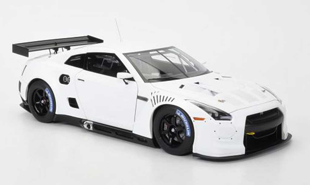 Nissan Skyline R35 1/18 Autoart GT-R matt-blanche FIA GT1 Weltmeisterschaft 2010 miniature