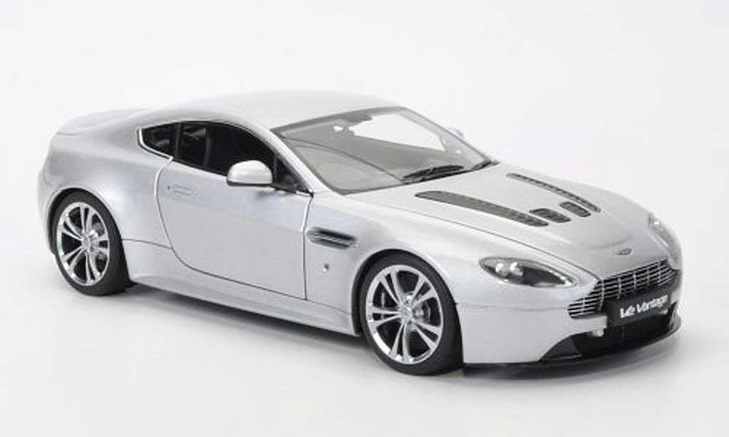 Aston Martin V12 Vantage 1/18 Autoart grise 2010 miniature