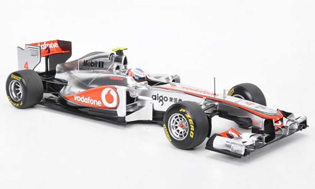 Mercedes F1 1/18 Minichamps McLaren MP4-26 No.4 Vodafone J.Button Formel 1 Saison 2011 miniature