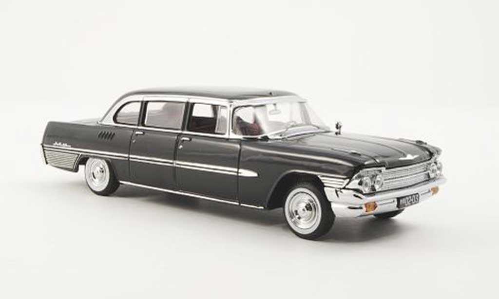 Zil 111 1/43 IST Models G noire 1965 miniature