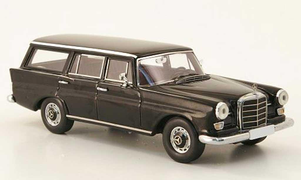 Mercedes 230 1/43 Spark Universal (W110) noire miniature