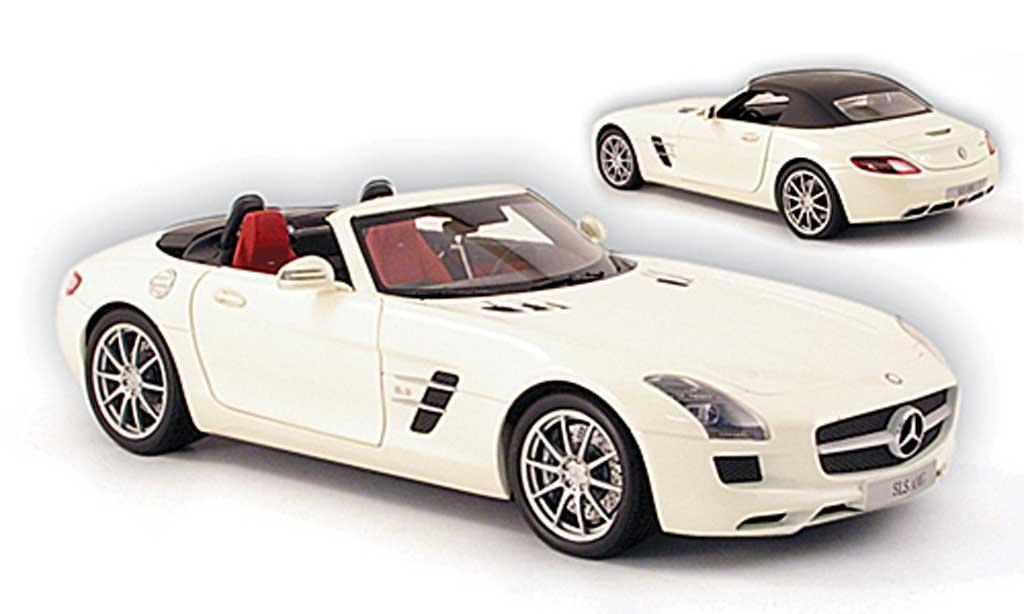 Mercedes SLS roadster 1/18 Minichamps amg (r197) blanche 2011 miniature