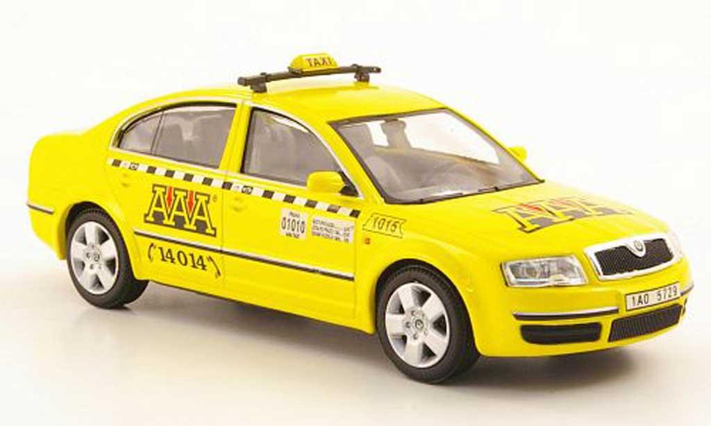 Skoda Superb 1/43 Abrex AAA Taxi miniature