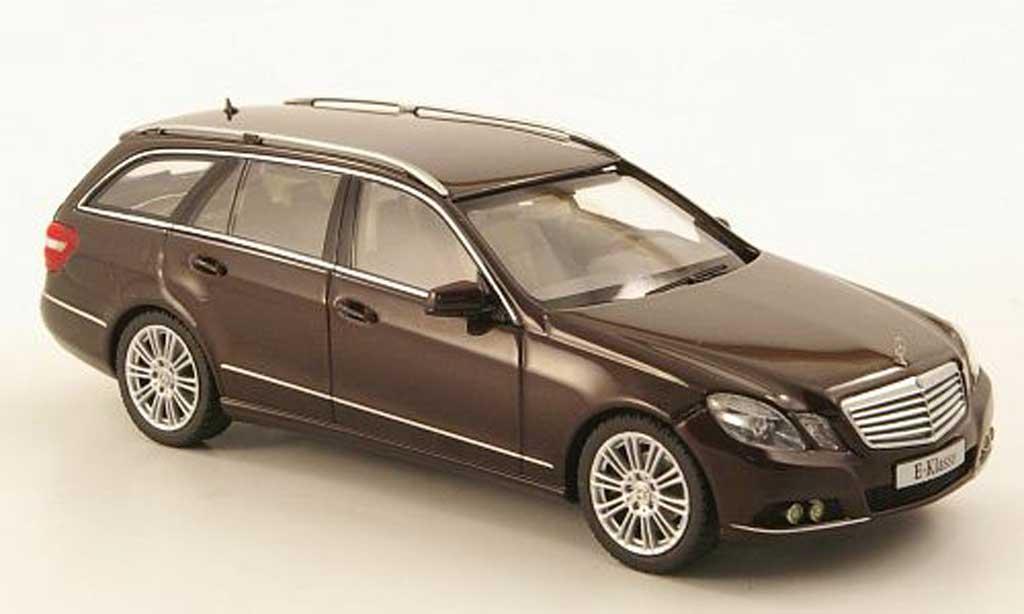 Mercedes Classe E 1/43 Schuco T-Modell (S212) marron 2009 miniature