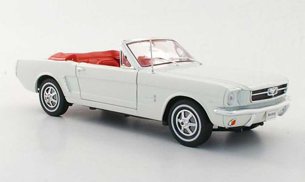 Ford Mustang 1964 1/18 Welly Converdeible blanco miniatura
