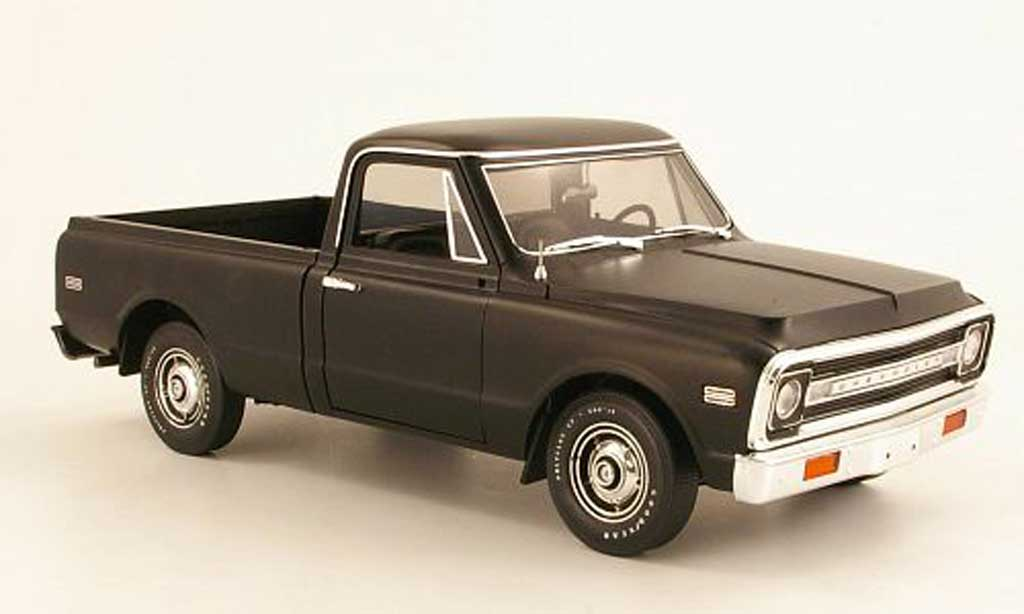 Chevrolet C-10 1/18 Highway 61 Fleetside Pick Up black 1972 diecast model cars