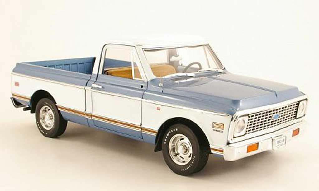 Chevrolet C-10 1/18 Highway 61 Fleetside Pick Up bleu/blanche 1972 miniature