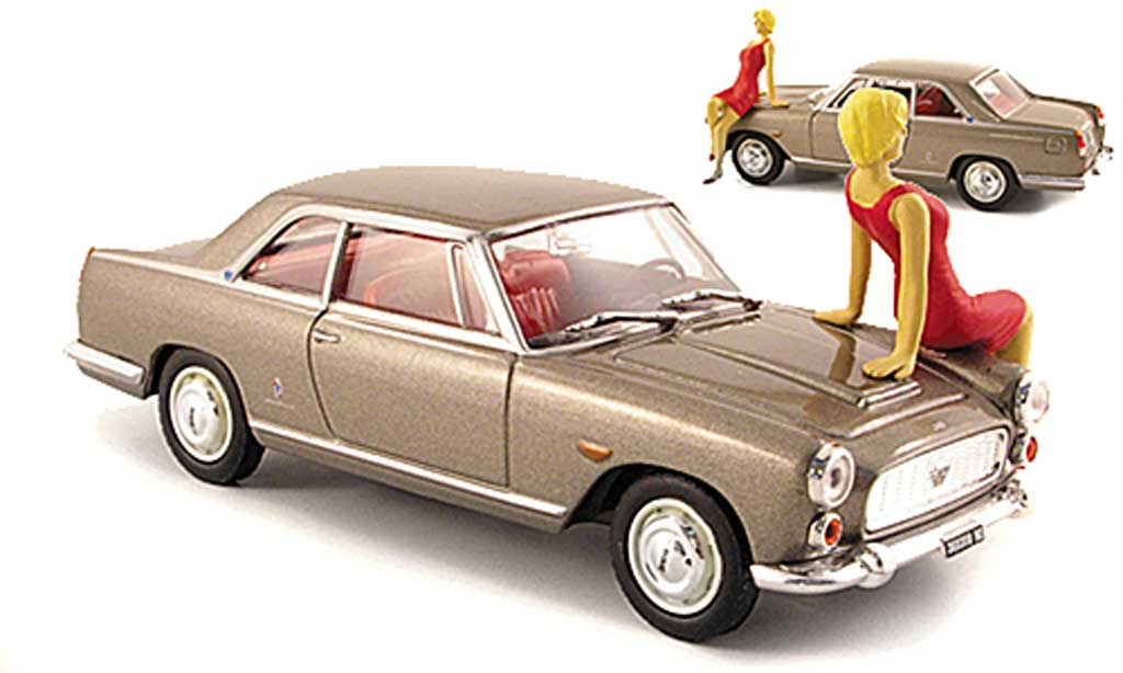 Lancia Flaminia coupe 3B 1/43 Starline grise Spielwarenmesse 2008 avec Figur miniature