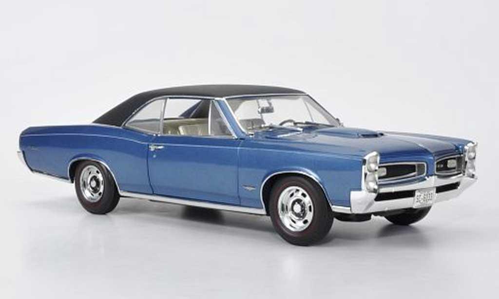 Pontiac GTO 1/18 Highway 61 Hardtop bleu/matt noire 1966 miniature