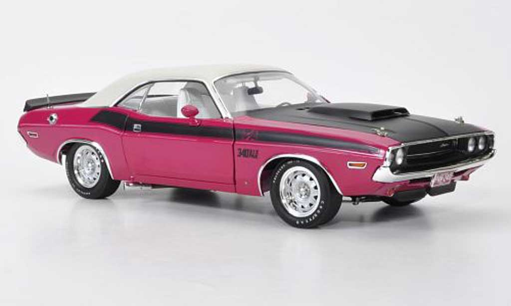 Dodge Challenger 1970 1/18 Highway 61 T/A pink/matt black/white diecast