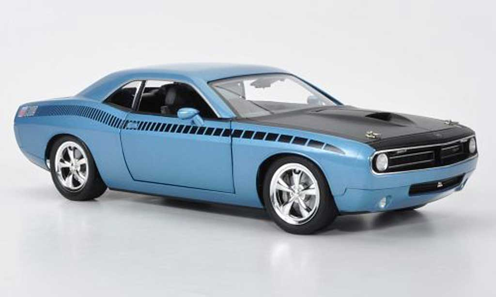 Plymouth Cuda Concept 1/18 Highway 61 AAR bleu/matt noire mit Dekoration miniature