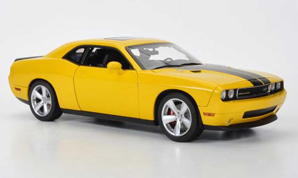 Dodge Challenger 2010 1/18 Highway 61 SRT8 jaune/matt noire miniature