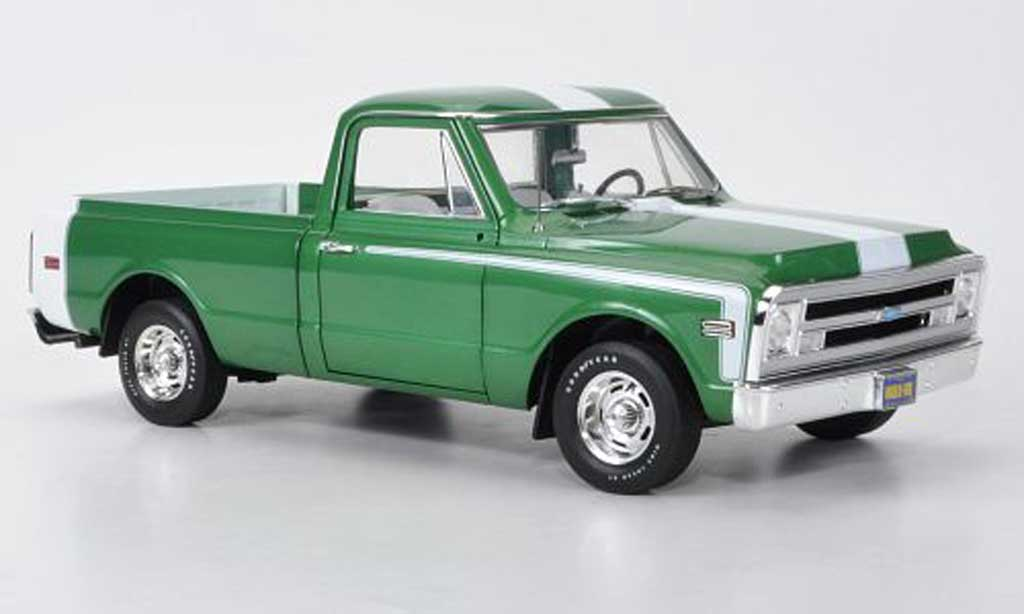 Chevrolet C-10 1/18 Highway 61 Fleetside Pick Up grun/white 1969 diecast model cars