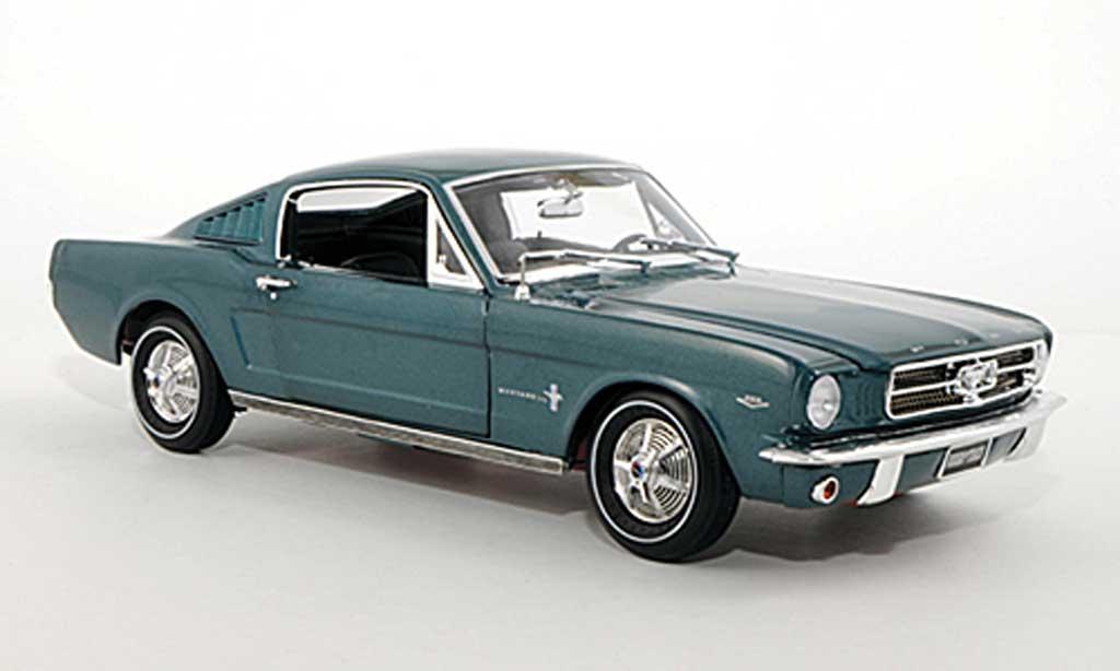 Ford Mustang 1965 1/18 Ertl 2+2 Fastback bleu diecast