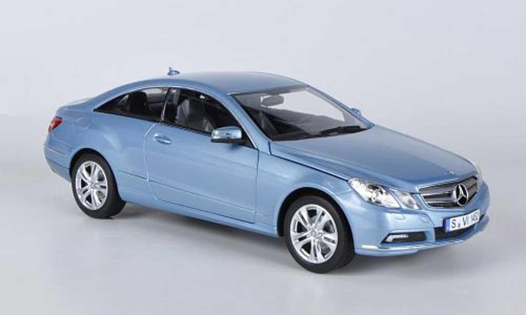 Mercedes 500 E 1/18 Norev Coupe bleu 2009 miniature
