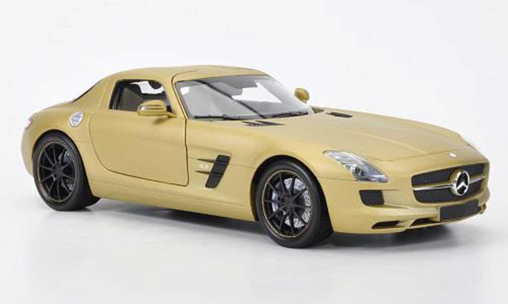 Mercedes SLS 1/18 Minichamps coupe AMG or 2010 miniature