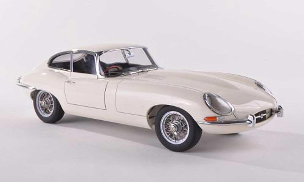 Jaguar E-Type 1961 1/18 Autoart 1961 Coupe serie I 3.8 clair-beige coche miniatura
