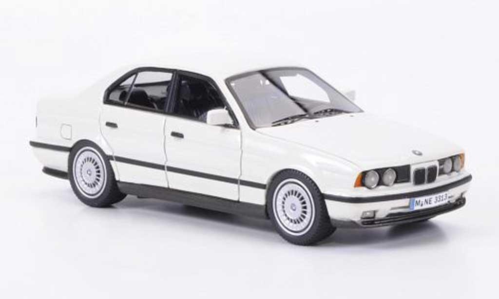 Bmw M5 E34 1/43 Neo blanche 1994 miniature