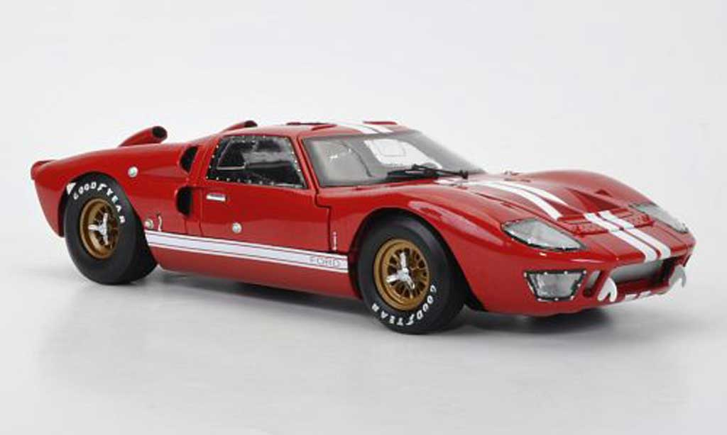 Ford GT 40 1/18 Shelby Collectibles MkII rouge/blanche 1966 miniature