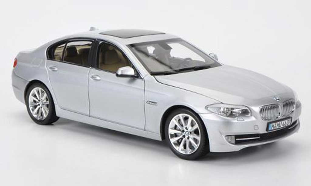 Bmw 550 F10 1/18 Welly 5er grise miniature