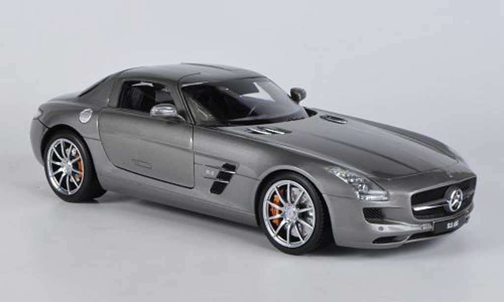 Mercedes SLS 1/18 Welly coupe AMG (C197) grise miniature
