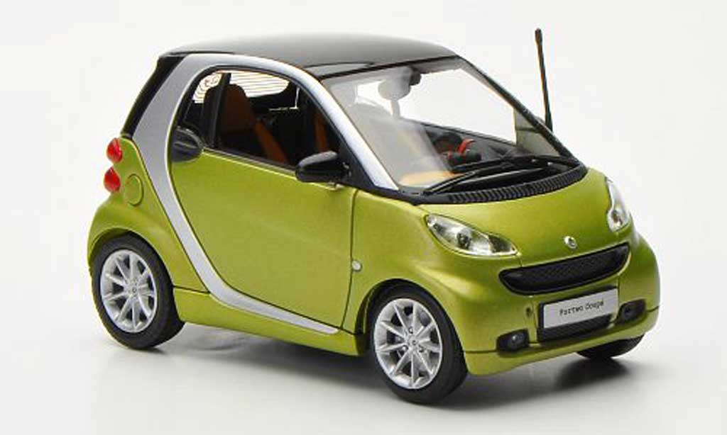Smart ForTwo 1/43 Minichamps Coupe mattverte/grise 2010 miniature