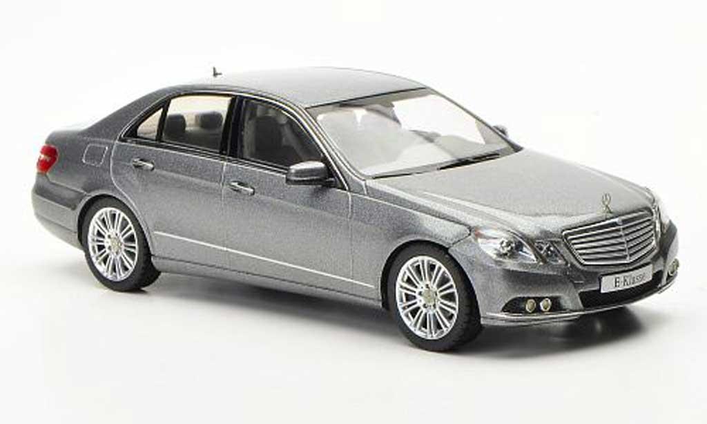 Mercedes Classe E 1/43 Schuco (W212) grise Avantgarde 2009