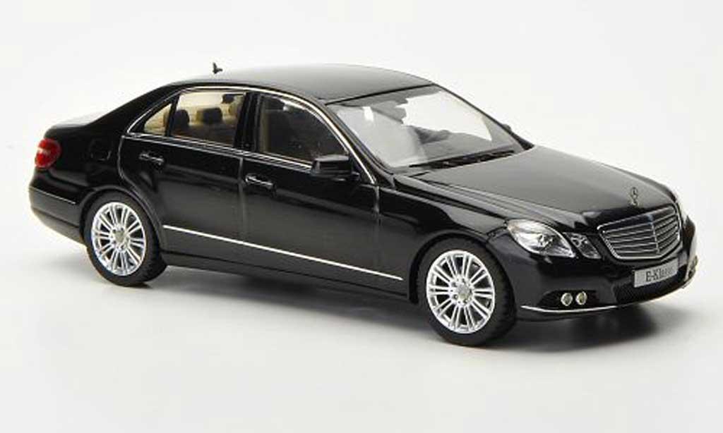 Mercedes Classe E 1/43 Schuco (W212) noire Avantgarde 2009 miniature
