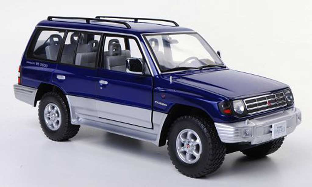 Mitsubishi Pajero 1/18 Sun Star 24V V6 3500 bleu/grise 1998 miniature