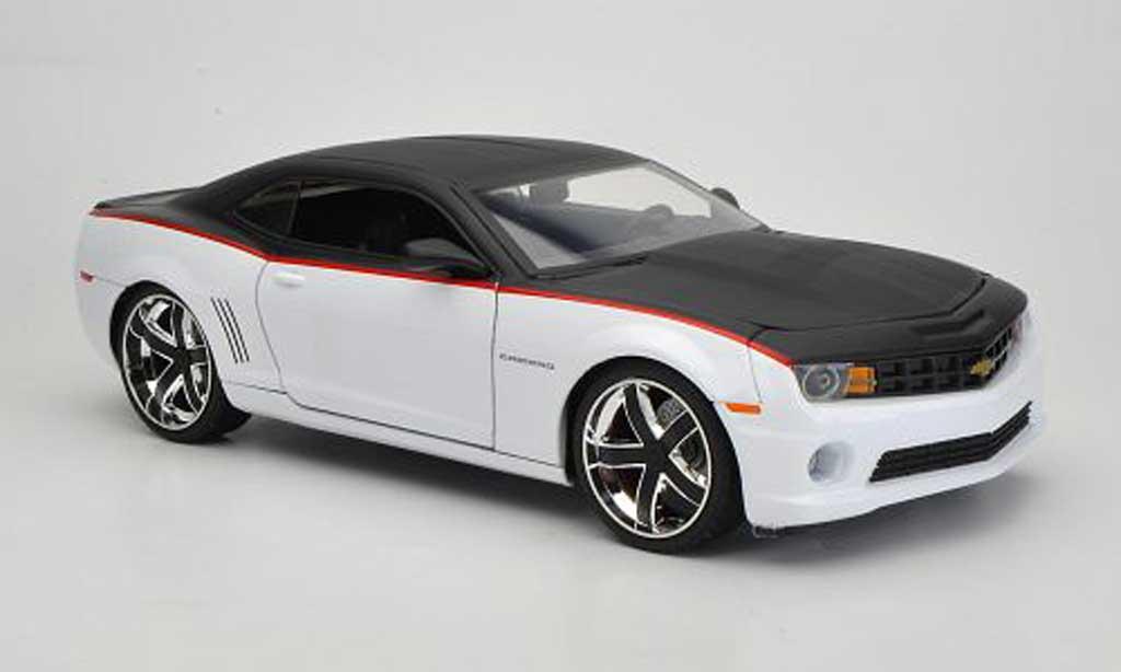Chevrolet Camaro SS 1/18 Jada Toys Toys blanche/matt noire 2010 miniature