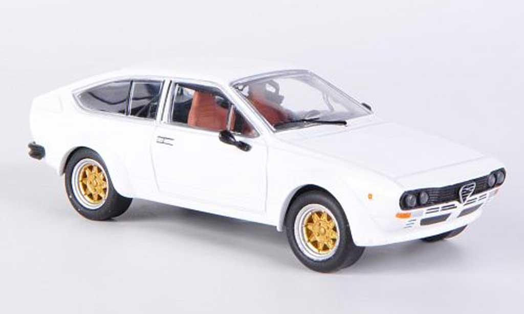 Alfa Romeo GT 2.0 1/43 M4 V 2.0 Alfetta 2000 white 1976 diecast model cars