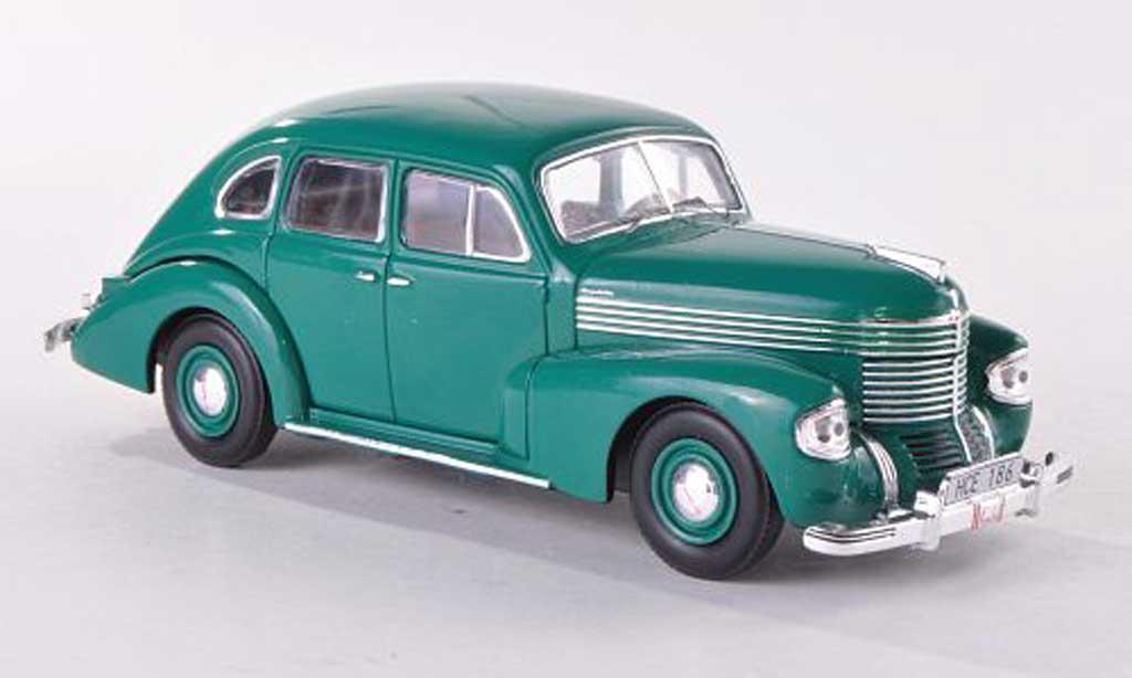 Opel Kapitan 1/43 IXO verte 4-Turer 1939 miniature